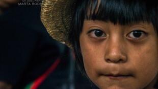 Enfant Nasa du Cauca, une photographie de Fernando Restrepo, directeur de la photo et monteur sur le documentaire «La sinfonica de los Andes» co-réalisé avec Marta Rodriguez.