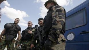 Des membres des unités spéciales de la police kosovare (KPS), le 26 juillet 2011, à Mitrovica.