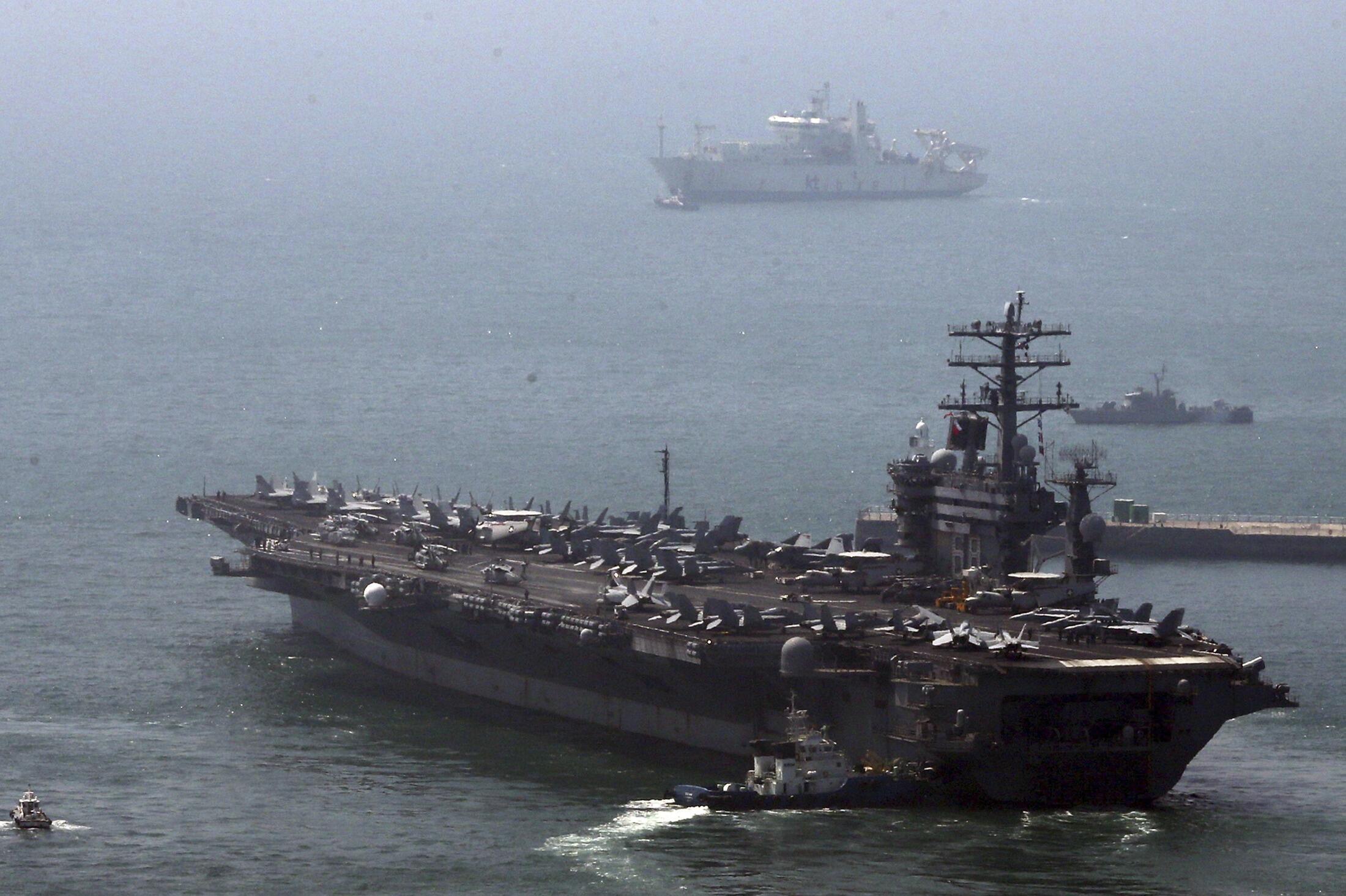 Hàng không mẫu hạm USS Nimitz trong đợt tập trận với Hàn Quốc 13/05/2013 - REUTERS /Yonhap