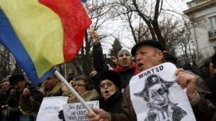 Des milliers de manifestants (7000 selon la police) protestent contre le gouvernement, dans le centre de Bucarest, ce 19 janvier 2012.