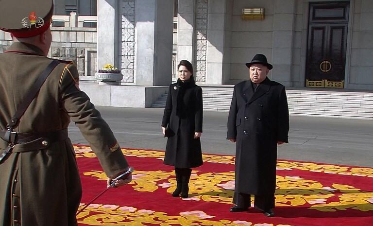 رهبر کره شمالی، با اشاره به توان نظامی این کشور، تاکید کرد: ارتش باید نسبت به مقابله با هرگونه تجاوز به حاکمیت کره شمالی آمادگی داشته باشد.