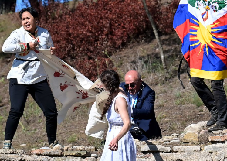抗议者现身希腊奥运火种点火仪式