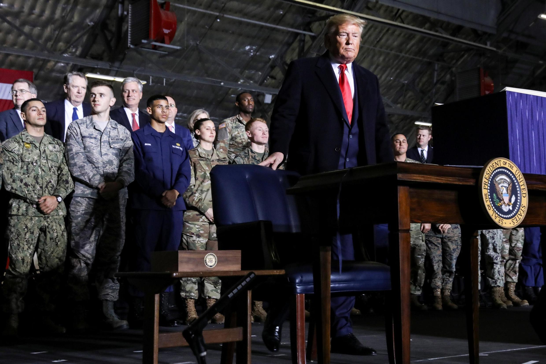 特朗普渡假前簽署總額7380億美元的2020國防授權法2019年12月20日安德魯基地
