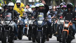 Le président brésilien Jair Bolsonaro a pris la tête d'un cortège de plusieurs milliers de motos défilant dans les rues de Rio de Janeiro pour une manifestation en son soutien, le 23 mai 2021.