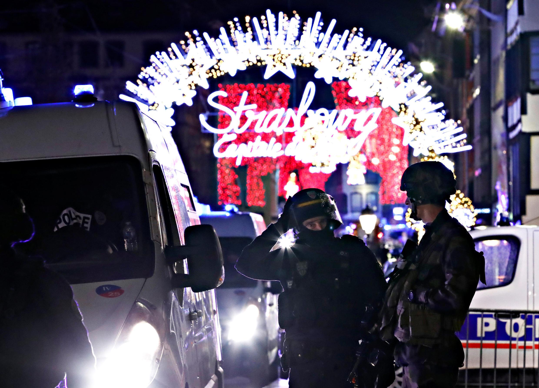 Lực lượng an ninh phong tỏa hiện trường sau vụ xả súng tại Strasbourg đêm 11/12/2018.