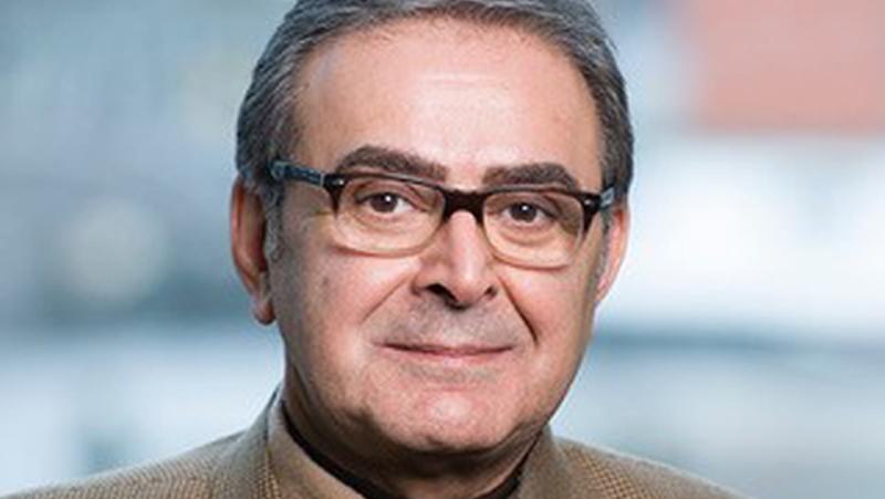 تورج اتابکی، استاد تاریخ اجتماعی خاورمیانه و آسیای میانه در دانشگاه لیدن در هلند و پژوهشگر ارشد و رئیس موسسۀ بینالمللی تاریخ اجتماعی آمستردام