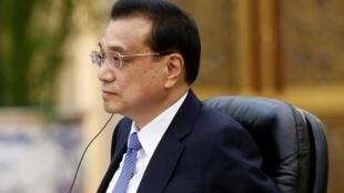 图为中国总理李克强5月28日与尼日尔总统优素福会谈