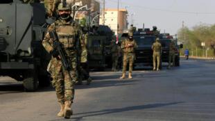Des membres des forces d'intervention rapide iraquiennes patrouillent dans les rues de Bassora, le 8 septembre.
