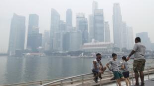 Quang cảnh Singapore trước nạn khói mù từ Indonesia