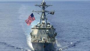 美國一艘導彈驅逐艦