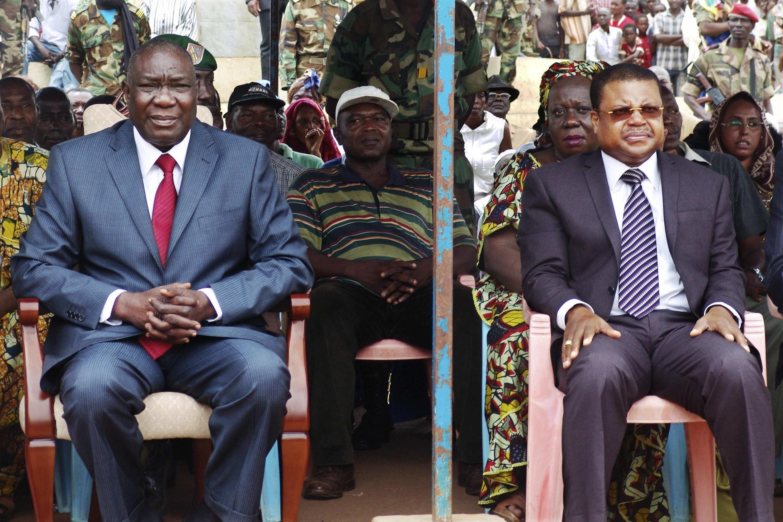 Le duo au pouvoir à Bangui, après l'éviction du président déchu François Bozizé, Michel Djotodia (G) et Nicolas Tiangaye, le 30 mars 2013.