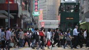 如香港能进一步改善环境污染、港人注意健康饮食及多做运动,港人可望更长寿。