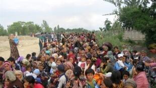 吉尔吉斯数万难民逃往乌兹别克