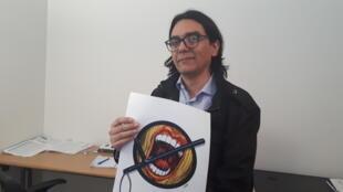 Pedro Molina en la sede de Cartooning for Peace, en París.
