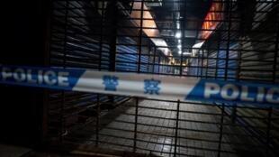 Un equipo de emergencias sanitarias trabaja en un clausurado mercado de alimentos de Huanan, donde estuvo el primer muerto conocido por coronavirus, el 12 de enero de 202o en la ciudad china de Wuhan