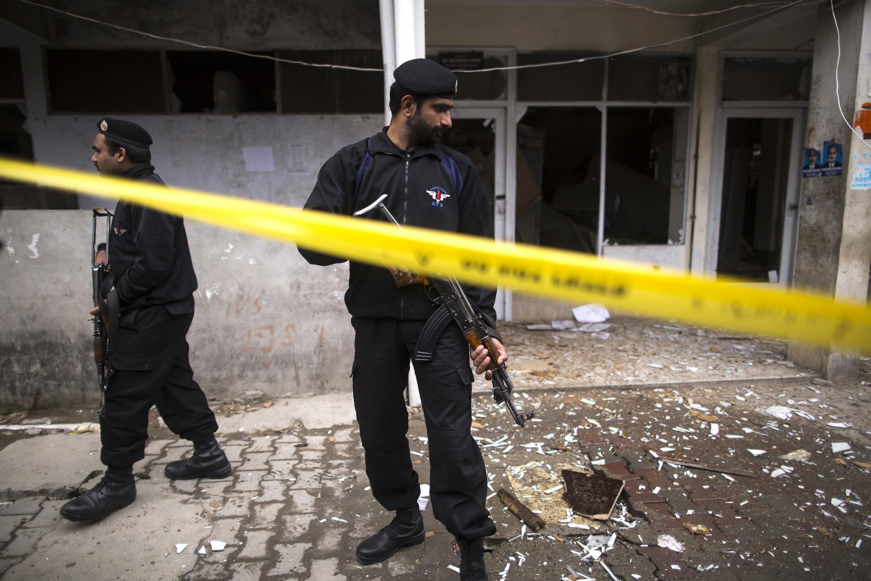 Cảnh sát Pakistan phong tỏa hiện trường, điều tra về vụ khủng bố - Reuters