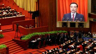 """Congresso Nacional do Povo: China promete resistir ao protecionismo e à """"desglobalização""""."""