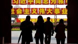 北京满街红旗标语,准备就绪迎接十九大
