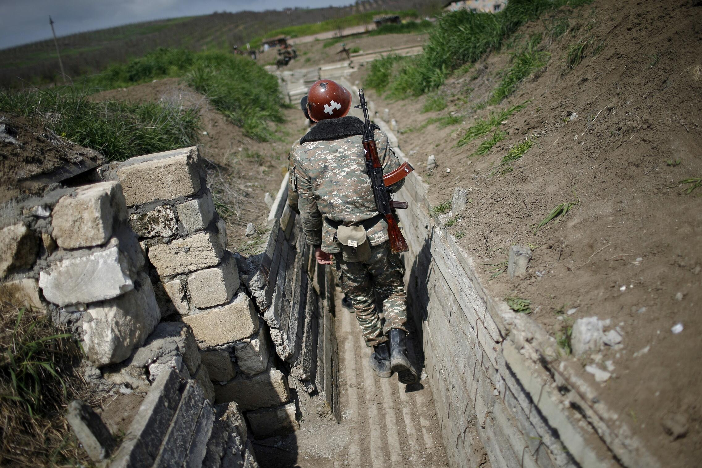 亚美尼亚与阿塞拜疆因分离地区争议再度交战。