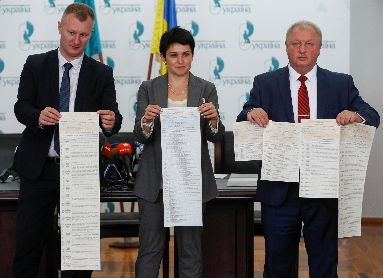 В ЦИК Украины демонстрируют бюллетени для голосования на выборах 21 июля 2019