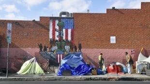 Negros e hispânicos são os que mais sofrem com a falta de moradia nos Estados Unidos.