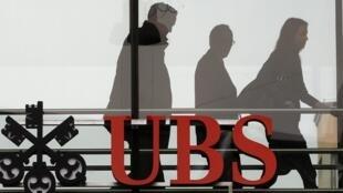 Enjuiciamiento en Francia del banco suizo UBS por complicidad en fraude fiscal