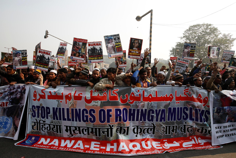 Người Rohingya ti nạn tại Ấn Độ biểu tình đòi chính quyền Miến Điện chấm dứt  trấn áp sắc tộc thiểu số theo Hồi giáo, ngày 19/12/2016 tại New Delhi.
