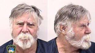 """Foto de David Wayne Oliver, que, de acordo com relatos da polícia e da mídia, foi preso depois de assaltar um banco no centro de Colorado Springs, depois jogar o dinheiro no ar e gritar """"Feliz Natal!"""
