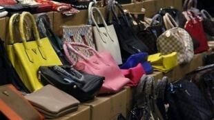 Produtos falsificados à venda em Manhattan