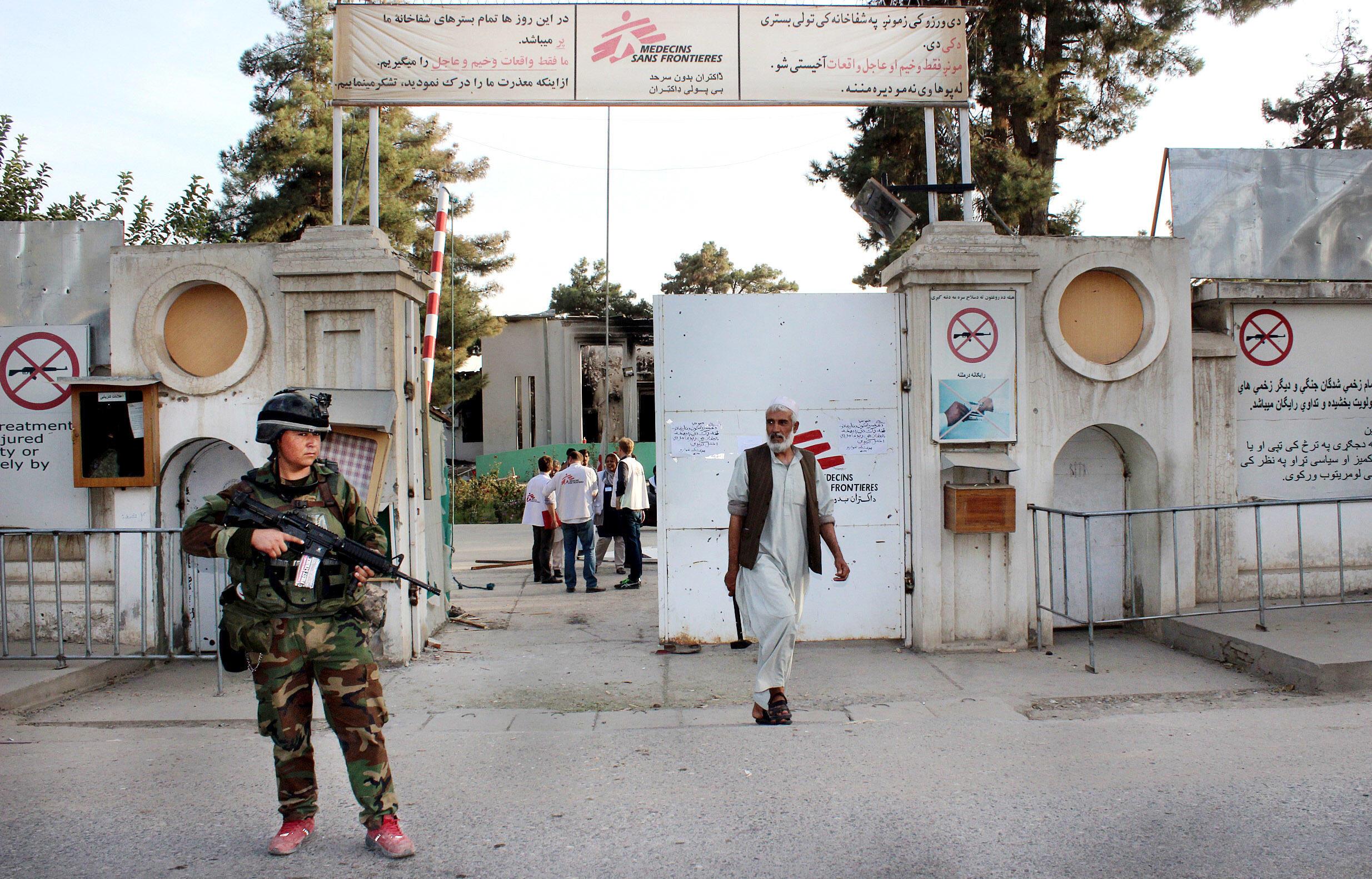 Американская авиация разбомбила больницу«Врачей без границ»вафганском городе Кундузе. Вскоре после бомбежки. Фото 15.10.2015