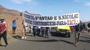 Manifestação liderada pelo movimento cívico Sokols em Cabo Verde.