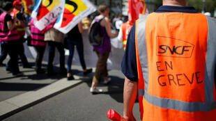 A worker of French state-owned railway company SNCF attends a demonstration against the French government's reform plans in Nantes on 19 April 2018.
