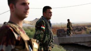 Des forces Peshmergas prennent position sur le front à 40 kilomètres d'Erbil, le 18 septembre.