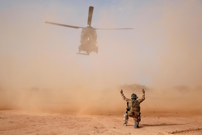 Helikopta ya jeshi aina ya NH90 ya kikosi cha jeshi la Ufaransa, Barkhane,  katika eneo la Ndaki, Mali, Julai 29, 2019.