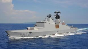 Fragata  Lafayette durante un ejercicio, el  21 de julio 2014.