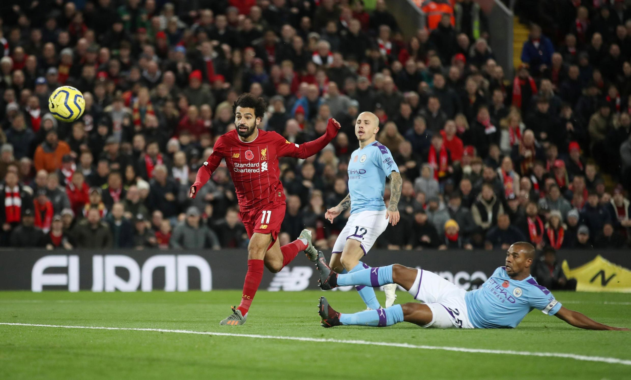 Mohamed Salah inscrivant le deuxième but de Liverpool contre Manchester City, le 10 novembre 2019.