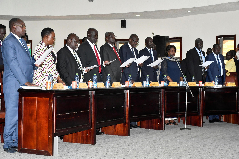 Prestation des nouveaux membres du gouvernement sud-soudanais, à Juba, le 16 mars 2020.