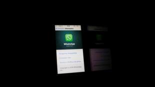 Logotipo do WhatsApp em uma telefone celular no Rio de Janeiro.