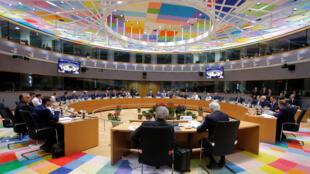 Thủ tướng Anh Theresa May (R) họp cùng các lãnh đạo Liên Âu để thông qua thỏa thuận Brexit, Bruxelles, 25/11/2018.