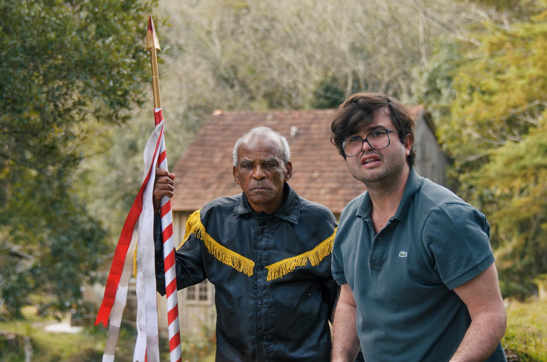 Antonio Pitanga interpreta um operário negro em uma cidade no sul do Brasil.