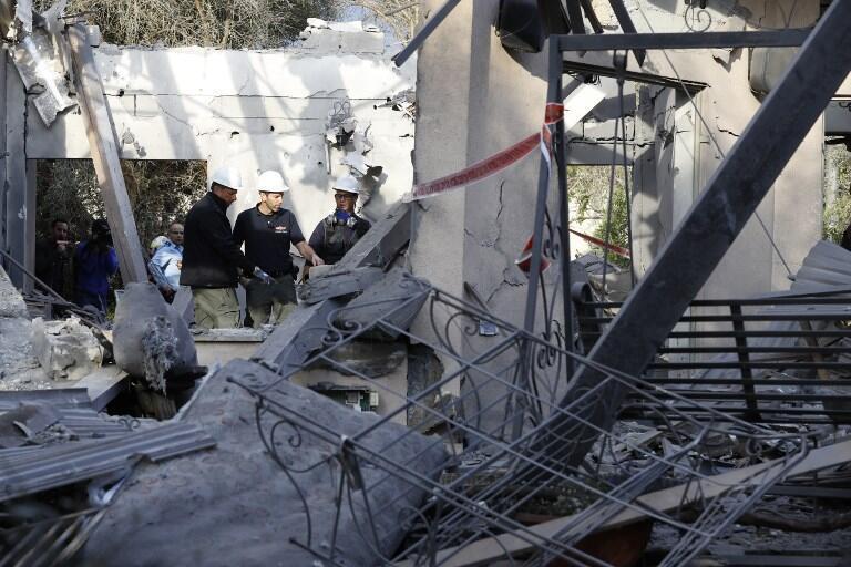 ارتش اسرائیل در پیامی توئیتری اعلام کرده که این راکت از نقطهای در جنوب سرزمینهای فلسطینی پرتاب شده و به خانهای در شمال تل آویو اصابت کرده است.