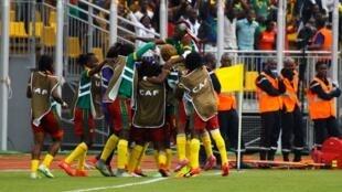 Cameroon ikisherehekea baada ya kuifunga Misri 2-0  katika mchuano wa ufunguzi kutafuta taji la Afrika kwa wanawake Novemba 19 2016.