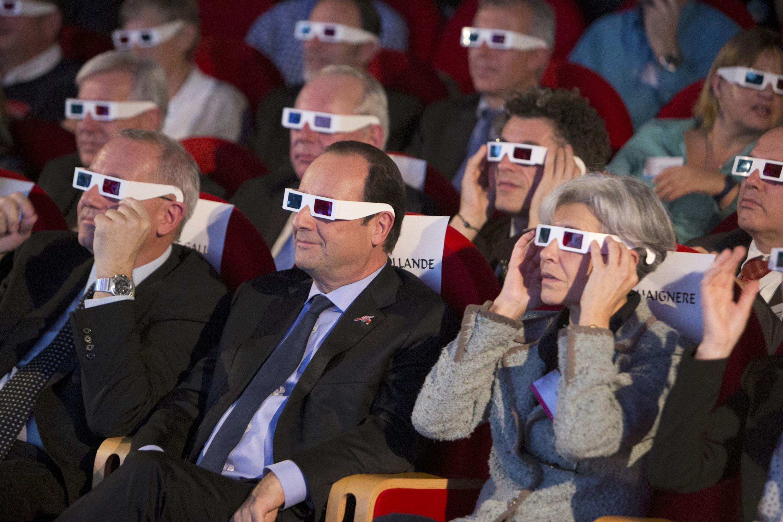 Le président français François Hollande a assisté en direct à l'arrivée du robot Philæ sur la comète «Chury», à la Cité des Sciences à Paris le 13 novembre 2014.
