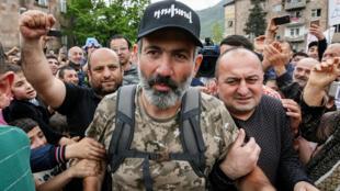 Nikol Pachininan, à son arrivée lors d'un rassemblement organisée dans la ville d'Idjevan, le 28 avril 2018.