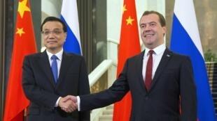 中國總理李克強10月12日訪問莫斯科,與俄羅斯總理梅德韋傑夫簽署38項經濟合作合同。