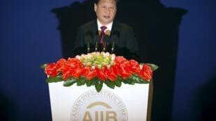 Tập Cận Bình phát biểu trong lễ khai trương AIIB tại Bắc Kinh ngày 16/01/2016.