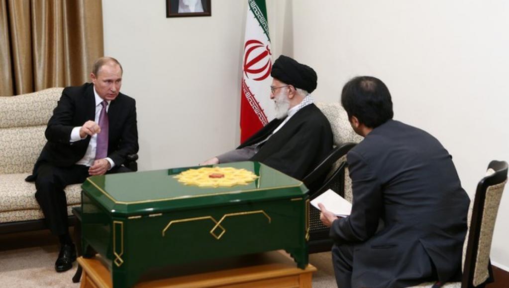 Rais wa Urusi Vladimir Putin akikutana kwa mazungumzo na Kiongozi mkuu wa Iran Ali Khamenei, jijini TehranNovemba 23.