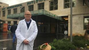 O Dr. Milton Saute, que fez transplante de pulmão na esposa do presidente de Israel.