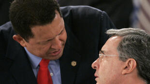 Le président colombien Alvaro Uribe (à droite) et son homologue vénézuélien Hugo Chavez, lors du sommet de Santo Domingo le 7 mars 2008.