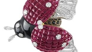 Coccinelle Mystérieuse clip, white gold, diamonds, onyx, black spinels, yellow sapphires, red gold and Mystery Set rubies.